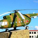 вертолет на фоне школы